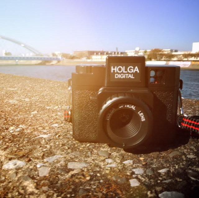 トイカメラ HOLGA Digital で切り取る日常。
